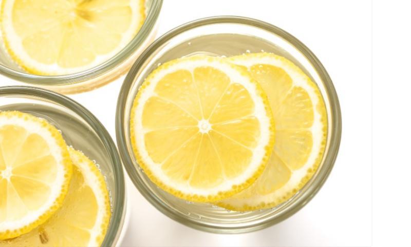 Voda s citronem: mýty vs fakta