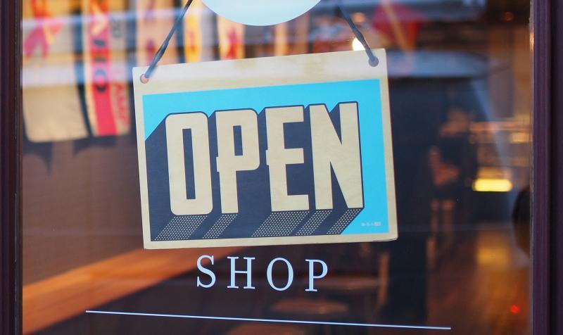 Od 10. května se otevřou obchody. Co vše se změní?